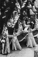 Elizabeth devient reine un spectacle mondial