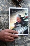Soleimani avec un soldat gardien de la révolution iran