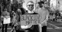 Photo N&B manifestant antiraciste mouvement Black Lives Matter BLM noir affaire George Floyd Minneapolis Ce que l'Amérique noire signifie pour l'Europe suprémacistes racisme USA Trump postcolonialsme colonialisme populisme colonial justice droit de l'homme égalité police