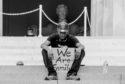 Photo N&B manifestant antiraciste noir mouvement Black Lives Matter BLM affaire George Floyd Minneapolis Ce que l'Amérique noire signifie pour l'Europe suprémacistes racisme USA Trump postcolonialsme colonialisme populisme colonial justice droit de l'homme égalité police