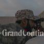 soldat guerre libye champ de bataille observe jumelles