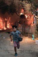 Photo enfant camp de réugiés « Ces flammes doivent nous alerter » : un témoignage depuis les camps en feu migrants Grèce île de Lesbos migrations Libye Covid-19