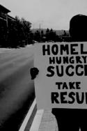 Photo SDF californien L'ère de l'entreprécariat entrepreneur travailleurs précaires névrose de la startup-nation précarité libre entreprise économie société dissonance cognitive hypnose collective travail