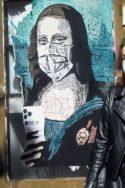 Photo street art Joconde masquée masques La deuxième vague à l'échelle pertinente UE lutte contre la pandémie de Covid-19 Union européenne confinement gestion sanitaire mesures restrictives masques admissions en réanimation morts santé publique